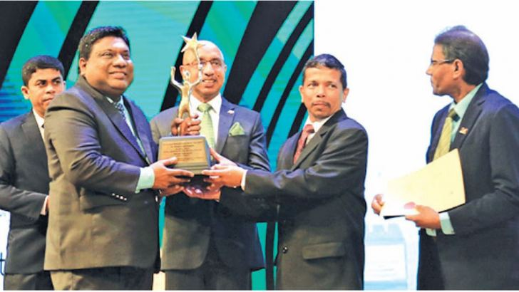 Madura Gamanayake, PBSS Group Founder and Chairman receiving the National and Provincial Gold awards.