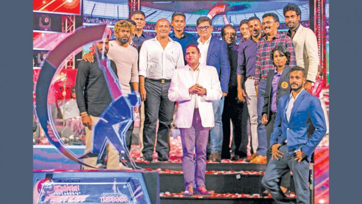 Sports Minister Harin Fernando with past and present Sri Lankan cricketers at the Airtel Fastest launch.