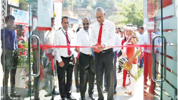 Sanjaya Perera, Senior Vice President Personal Banking and Branch Network Management opens the Digana Branch.