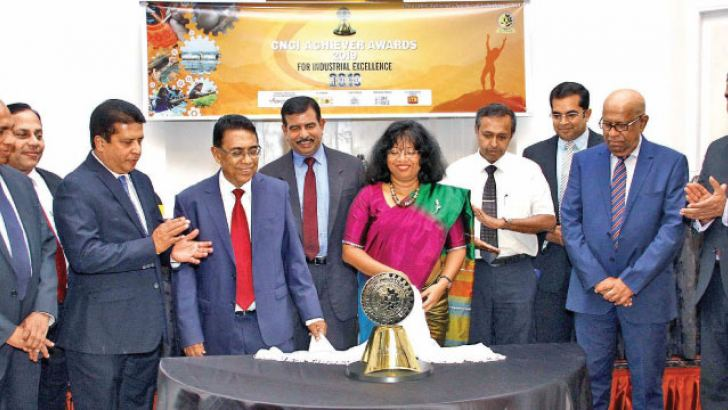 Chief Guest Dr.Siddhika G Senaratne, Director General Sri Lanka Standard Institution, CNCI officials and sponsors unveiling the CNCI trophy. Pictuer by Sulochanna Gamage