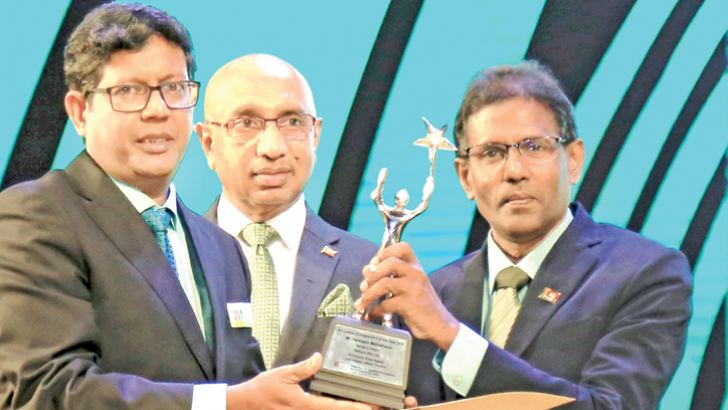 Perinpam Mathitharan, MD, Petform (Pvt.) Ltd., receiving the award