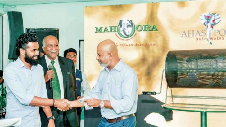 Eco Team Managing Director Anuruddha Bandara awarding the Raffle draw winner.