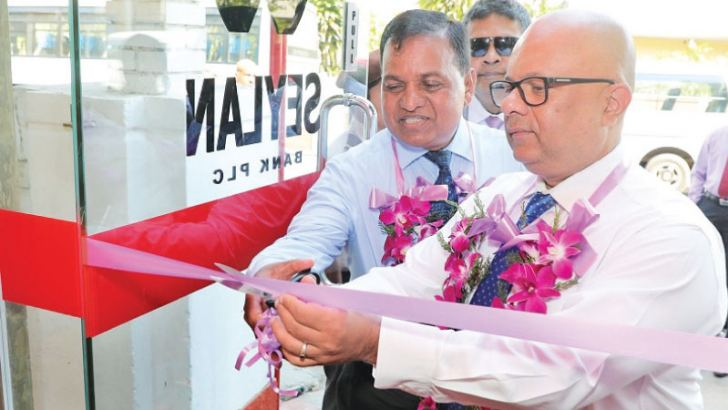 Malik Wickramanayake, Deputy General Manager Operations at Seylan Bank, opening the newly established off-site ATM at Mt. Lavinia.