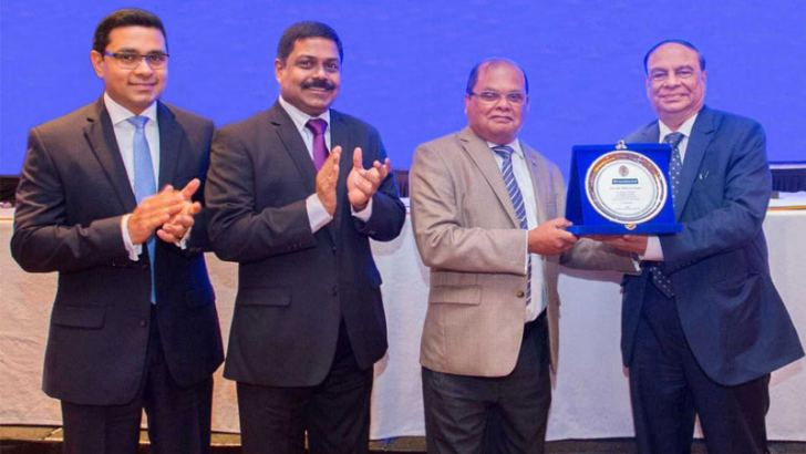 Commercial Bank Chairman Dharma Dheerasinghe presents a plaque of appreciation to Das Gupta in the presence of Managing Director S. Renganathan and Chief Operating Officer Mr Sanath Manatunge at a forum in Colombo.