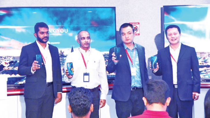 Huawei Consumer Business Group Sri Lanka Head of Marketing Charitha Karunarathna, General Manager Kalpa Perera, Country Head Peter Liu, Head of Product Engineering David Xu