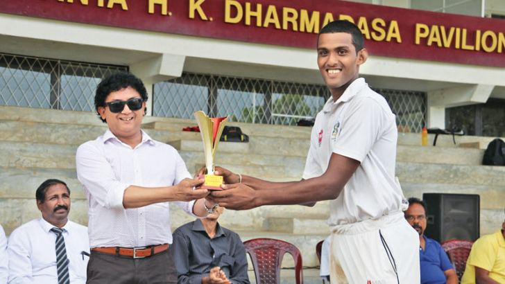 Rahula skipper Sasith Manuranga receives the Manimaran - Wijesiriwardena trophy from co-founder of the annual encounter Lal Wijesirieardena