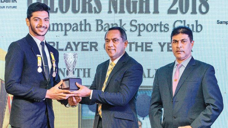 Player of the Year 2019 Vinoth Kanakalingam receiving the award