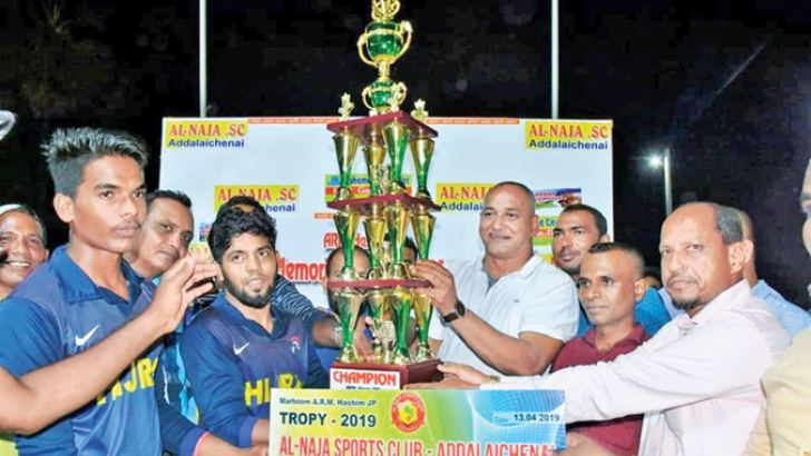 Skipper of the Akkaraipattu Hijra SC team receiving the trophy and prize from the chief guest, Parliamentarian A.L.M.Nazeer.