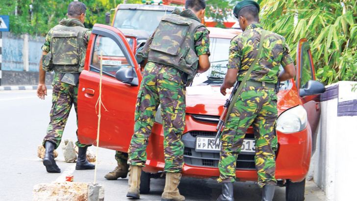 Security checks in Colombo. Picture by Hirantha Gunathilleke