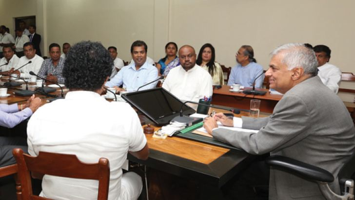Prime Minister Ranil Wickremesinghe at the meeting with the heads of the UNP Communications Wing. Picture by Prime Minister's Media Unit.