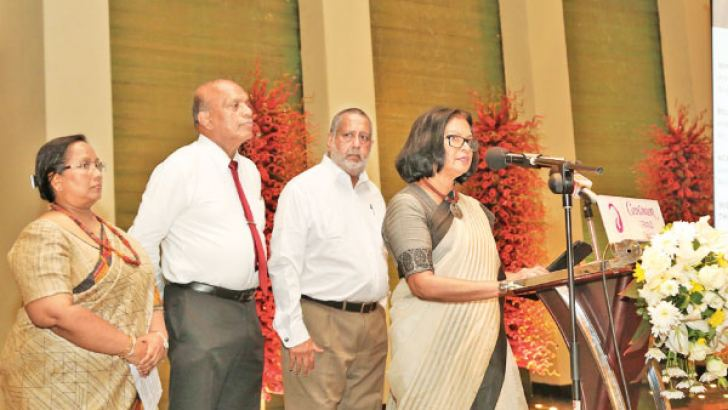 Ceylon Chamber of Commerce CEO, Dhara Wijayatilake takes the pledge looked upon by members of other chambers