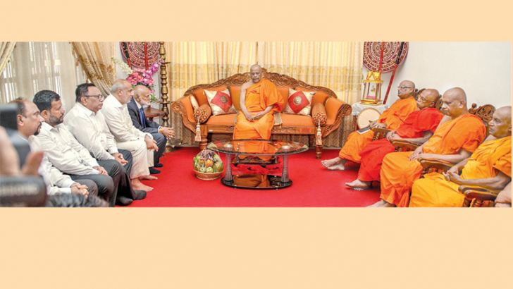 Mahanayake of the Asgiriya Chapter Most Ven.Warakagoda Gnanarathana thera in discussion with the delegation of Muslim MPs who resigned their Ministerships. Picture by Asela Kuruluwansa.