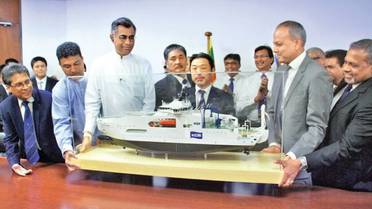 The replica of the ship received by Managing Director, KCS, Yukihiro Fuji from Minister Sagala Ratnayake, Minister Patali Champika Ranawaka, Minister Nalin Bandara and Managing Director, Colombo Dockyard PLC, D.V Abeysinghe were present. Picture by Ariyawansa Sumanachandra