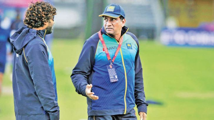 Chairman of selectors Ashantha de Mel speaks to Lasith Malinga who has hinted of retiring from ODI cricket during the Bangladesh series.