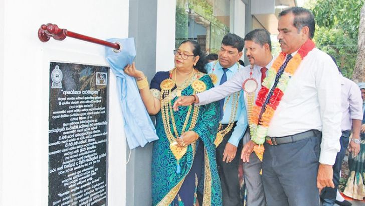 Eastern Province former Road Development Minister Ariyawathi Galapathy along with other guests unveils the plaque.