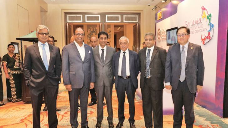 Minister of Development Strategies and International Trade, Malik Samarawickrama, Chairman,  Ceylon Chamber of Commerce, Dr. Hans Wijayasuriya and some of the invitees at the Sri Lanka Investment and Business Conclave.