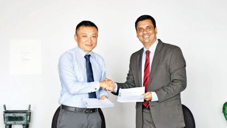 Ray Ren- CEO- HIPG and  Sagara Peiris – Director – NYK Lanka exchanging the TSA.