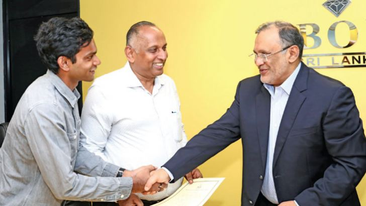 Chairman BOI Susantha Ratnayake formally hands over the Certificate Of Registartion to Mohamed Onies, Chairman/ Director and Riz Onies, CEO of Knitline.