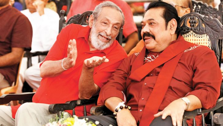 Prime Minister Mahinda Rajapaksa in a discussion with DLF Leader Vasudeva Nanayakkara at the DLF 20th Convention.