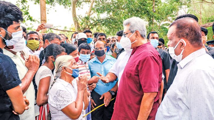 President Gotabaya Rajapaksa in conversation with a senior citizen at the Thammenna Nidahas Uyana in Thalawa during his election campaign tour in Thalawa, Eriyagama, accompanied by the District SLPP contestants headed by Minister S.M. Chandrasena. (Picture courtesy President's Media Division)