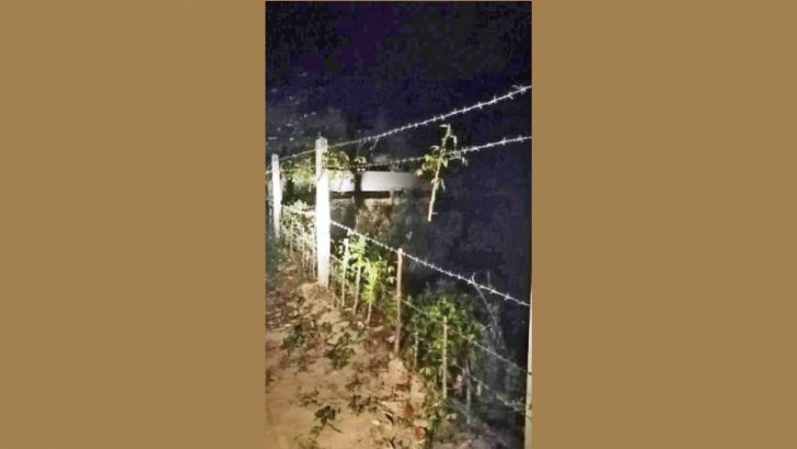 The vandalised fence of the candidate. Picture by Rasula Dilhara Gamage, Northern Province Special Corr.
