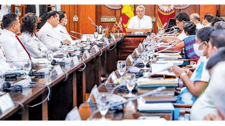 President Gotabaya Rajapaksa addressing leading entreprenuers and stakeholders of the batik and handloom industry at the Presidential Secretariat yesterday. (Picture by President's Media)