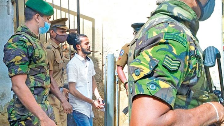 Gang leader Arumahandi Janith Madusanka alias Podi Lassie is being taken out of the court premises under STF escort. (Picture by Mahinda P.Liyanage, Galle central special correspondent)