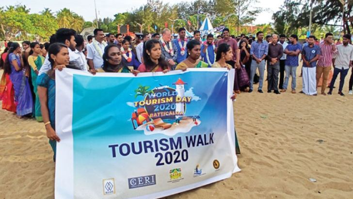 Participants of the event at the Kallady beach.  Picture by Sivam Packiyanathan, Batticaloa Special Corr.