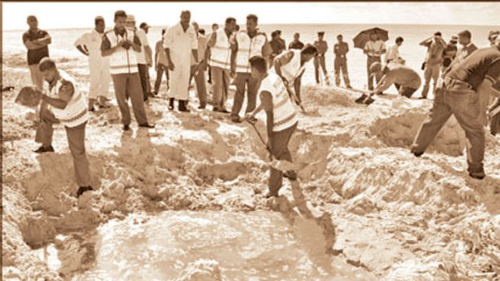 The Terrorist Investigation Unit conducting investigations at the site where the Lion Air plane crashed into the sea near Iranaitivu Island on September 29, 1998. (File Photo)