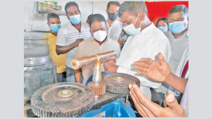 Minister Dullas Alahapperuma and State Minister Prasnna Ranaweera inspecting a machine at a factory. Picture by P.P.G.Sugathadasa, Thihagoda Group Corr.