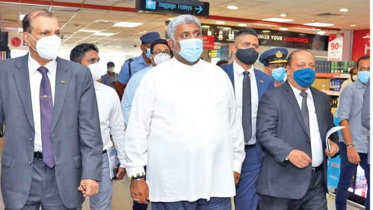 Tourism Minister Prasanna Ranatunga and AASL officials at the Bandaranaike International Airport yesterday.