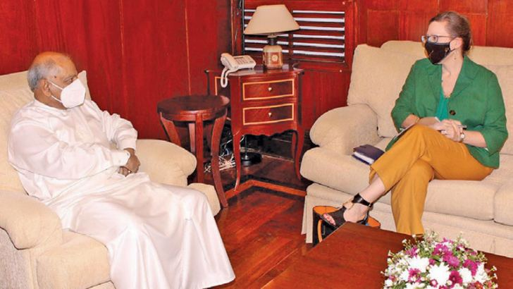 Minister Dinesh Gunawardena in discussion with US Ambassador to Sri Lanka Alaina B. Teplitz.