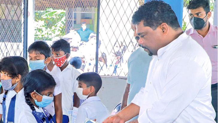 State Minister Piyal Nishantha De Silva during the inspection tour.