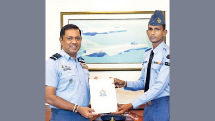 The Commander of the Sri Lanka Air Force, Air Marshal Sudarshana Pathirana (left) presenting the documents of promotion to Corporal Roshan Abeysundera at the ceremony held at Air Force Headquarters.