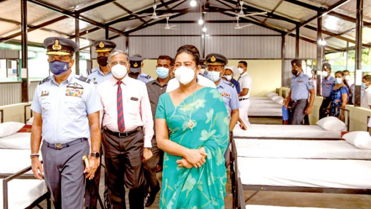 Health Minister Pavithra Wanniarachchi, Air Force Commander Air Marshal Sudarshana Pathirana and Director General of Health Services Dr. Asela Gunawardena at the official handing over ceremony of the Special COVID Treatment Unit, constructed with the labour and technical assistance of the Air Force, at the Mulleriyawa Base Hospital yesterday.
