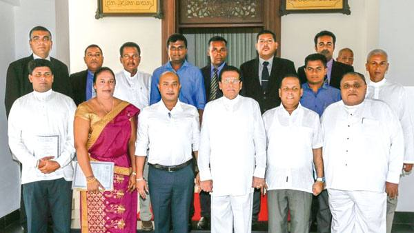 President Maithripala Sirisena with new electorate and district organisers of the Sri Lanka Freedom Party at the Presidential Secretariat yesterday. Picture courtesy President's Media Division