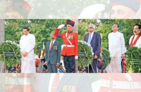President Maithripala Sirisena and Prime Minister Ranil Wickremesinghe, Speaker Karu Jayasuriya and Opposition Leader Mahinda Rajapaksa paid tribute to the gallant soldiers who sacrificed their lives to rid the country from the clutches of terrorism at the tenth National War Heroes Day commemoration held at the National War Heroes monument in Battaramulla yesterday evening. Pictures by Sulochana Gamage