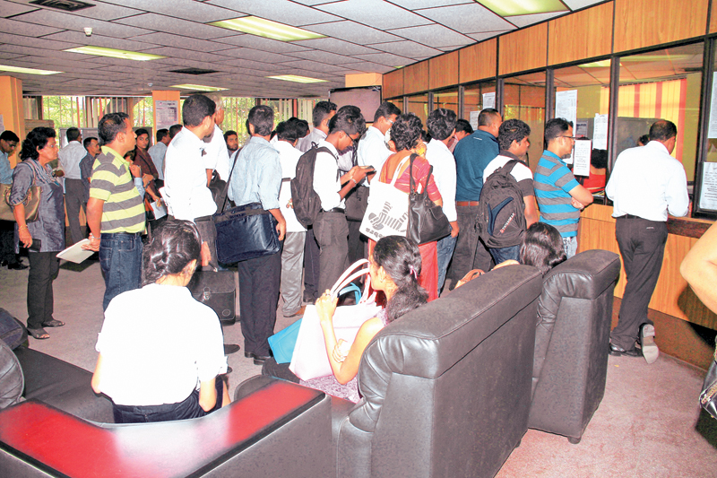 The long queue for company registrations at the Company Registrar's office yesterday to beat the December 31 deadline. Picture by Saliya Rupasinghe