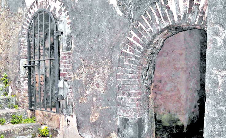 Entrance to the slave cells, Galle Fort. - Pinterest