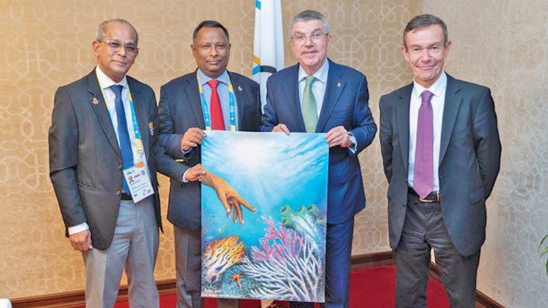 Handing over the painting (from left) Maxwell de Silva, Secretary General  of NOC, Suresh Subramaniam, President of NOC, Dr. Thomas Bach, President of IOC, and Pere Miro, NOC Relations.