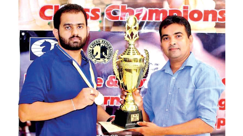 99X Technology Application Security Engineer Pranieth Chandrasekara receiving his trophy from Chess Federation of Sri Lanka Treasurer Irosh Jayasinghe at the 9th Mercantile-Government Service International Rating Chess Championship 2020