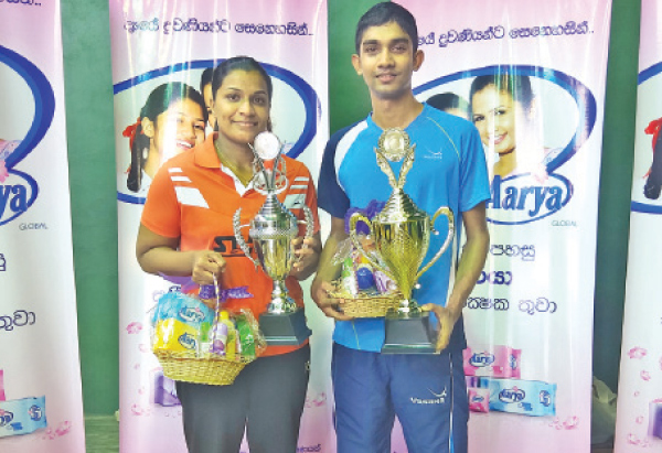 Chameera Ginige and Ishara Madurangi with their trophies