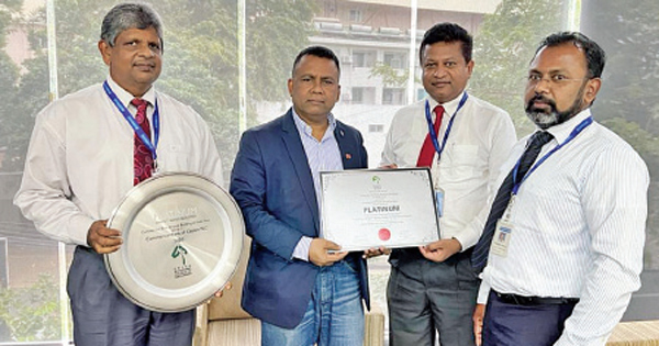 Commercial Bank's Assistant General Manager Services Chinthaka Dharmasena (second from right) receives the award from GBCSL Chairman Prof. Ranjith Dissanayake in the presence of the Bank's Chief Manager – Premises Department Tilak Wakista (extreme left) and Engineer – Premises Department Ravindra Kumara.