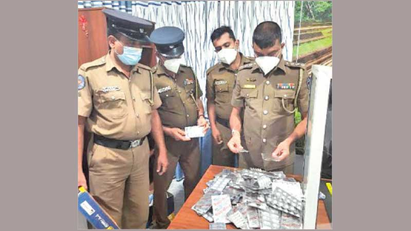 Nochchiyagama Police OIC Chief Inspector M.S. Kumarasena and a team of officers with the seized drugs.