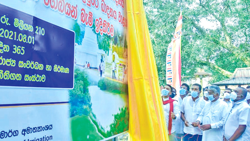 Minister of Youth and Sports and State Minister of Digital Technology and Enterprise Development Namal Rajapaksa, Mahaweli Development State Minister Siripala Gamalath and Irrigation Development State Minister Anuradha Jayarathna unveiling the plaque to commence the construction work of the side-wall amid Pirith Chanting by the Maha Sangha.