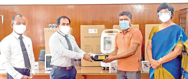 Health Staff Member of the Karapitiya Hospital L.P.K. Chaminda receiving the donation in the presence of State Minister of Primary Health Care, Epidemics and COVID Disease Control Dr. Sudarshini Fernandopulle.