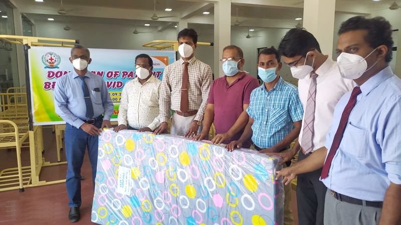 RDHS Dr S.Sukunan (3rd from left) and Planning MO Dr M.C.M. Mahir (2nd from left) with the Medical Officers who received beds for COVID Treatments Centre.
