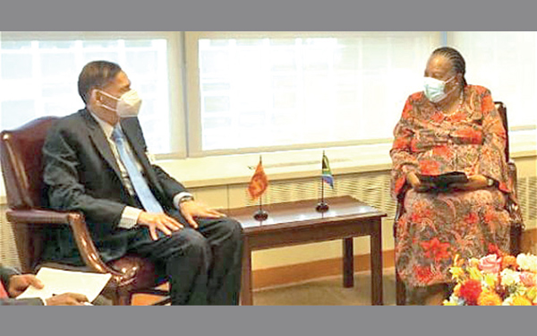 Foreign Minister Prof. G.L. Peiris having talks with South African Minister for International Relations and Cooperation Dr. Naledi Pandor at the Permanent Mission of South Africa in New York on September 24