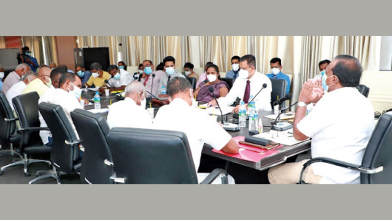 Agriculture Minister Mahindananda Aluthgamage and Farmers'  Representatives discussing the issue.