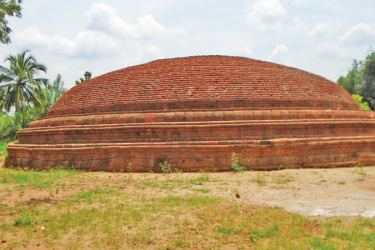 The unearthed dagoba.